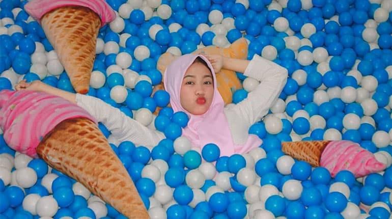 Ice Cream World Jogja, Cafe & Spot Selfie Bertema Ice Cream Jumbo